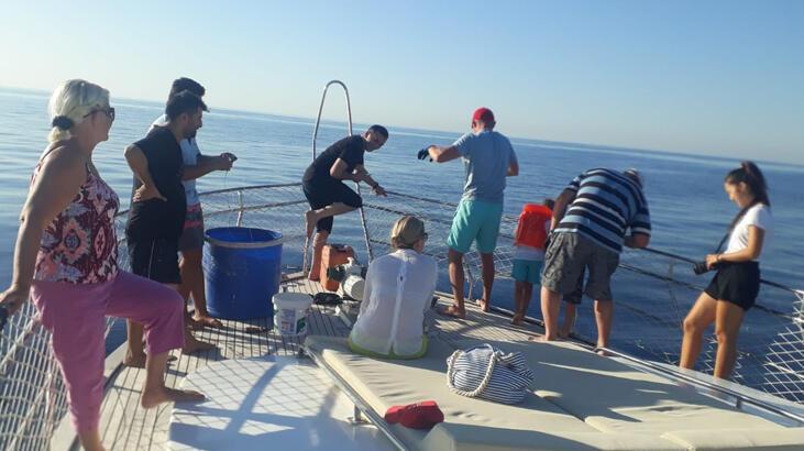 Teknelerine yaklaşanı gören Rus turistler ne yapacağını şaşırdı
