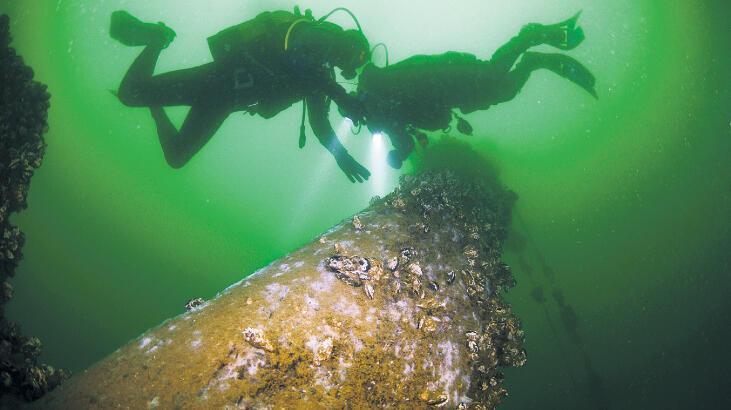 Depremin izleri denizin altında