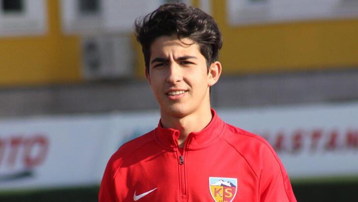 Kayserispor, Mehmet Eray'la sözleşme imzaladı