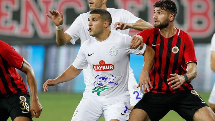Çaykur Rizespor, El Kabir'i tesiste unuttu! Maçta ayağı kırıldı...