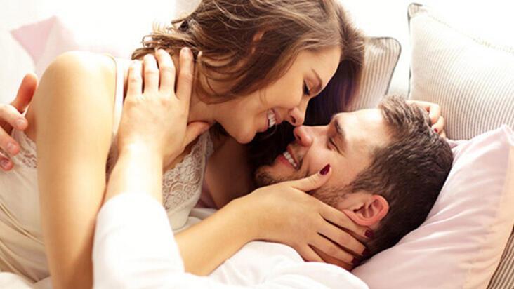 Ritüelleri olan çiftler birbirine daha bağlı!