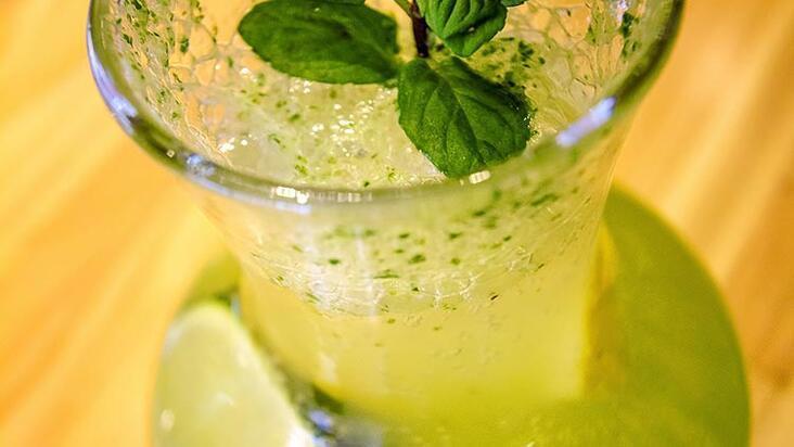 Göbek eriten buzlu yeşil çay tarifi