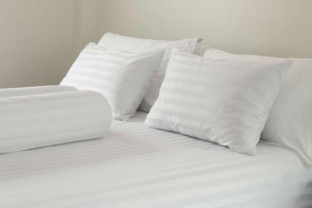 Yatağın üzerine çok fazla yastık koymak