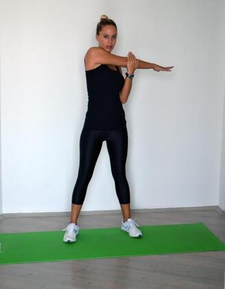Çok oturmanın insan sağlığı için zararlı olduğunu artık hepimiz biliyoruz. Oturmanın verdiği zararı hafifletmek için günlük hayatta, hele ofiste çalışıyorsanız aktif olmak gerek. Stresli bir ofis gününde vücudunuzu rahatlatmak için 5 dakika ayırmanız yeterli.Uygulanması çok kolay ve pratik olan bu egzersizler vücudunuzun gerilerek rahatlamasını sağlar, kaslarınızdaki ağrıların kronikleşmesini engelleyerek postürünüzü düzeltir ve stres seviyenizi azaltır.Yrd. Doç. Dr. Gamze Şenbursa, kıyafetlerinizi bile çıkarmadan yapabileceğiniz hareketleri fotoğraflar eşliğinde sizler için yazdı:1. egzersiz
