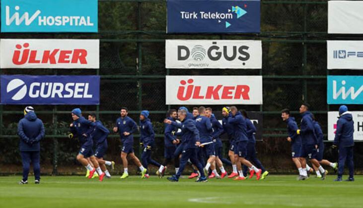 Bu sezon istenilen performansı bir türlü yakalamayan Fenerbahçe iyi sonuçlar almaya çalışırken diğer taraftan da gelecek sezonun kadrosunu oluşturma çalışmalarını sürdürüyor. (Onur Dinçer / Skorer Dış Haberler)