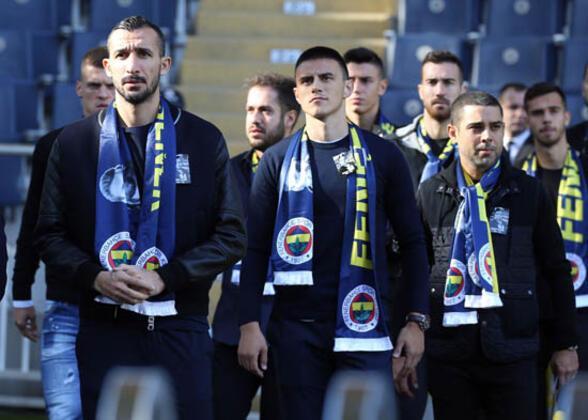 Fenerbahçe, tarihinin en kötü sezonlarından birini yaşasa da genç isimleri vitrine çıkıyor… Özellikle Eljif Elmas, hem sarı-lacivertli formayla hem de ülkesinin milli takımıyla sergilediği performansla dikkatleri üzerine çekiyor.(Onur Dinçer / Skorer Dış Haberler)