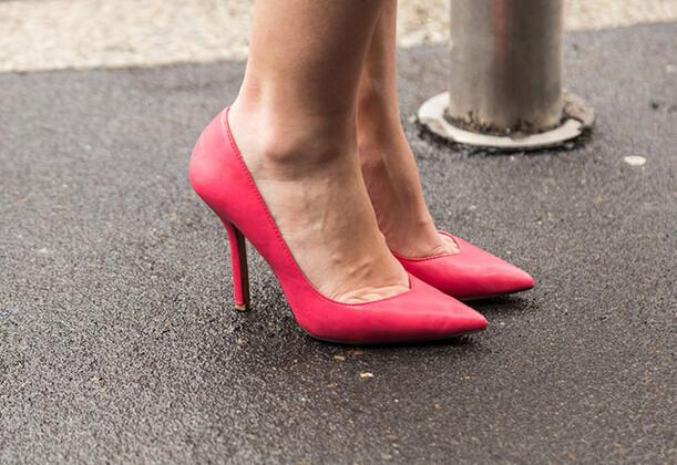 PembeNar ÖzelSivri uçlu ayakkabılar çok sıkı olabilir