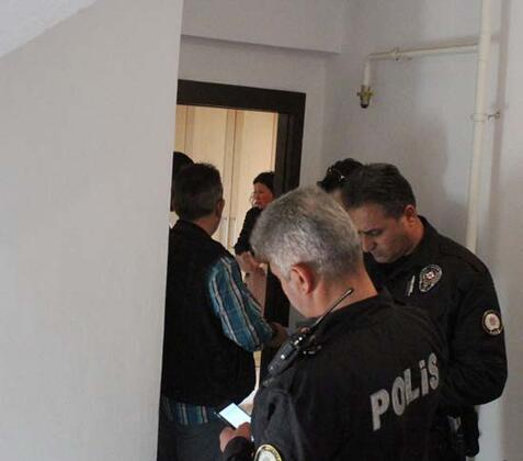Antalya'da Rus uyruklu Türk vatandaşı kadın, tartıştığı erkeği sağ diz kapağının üzerinden bıçakla yaraladığı iddiasıyla gözaltına alındı.HABERİN VİDEOSUNU İZLEMEK İÇİN TIKLAYIN