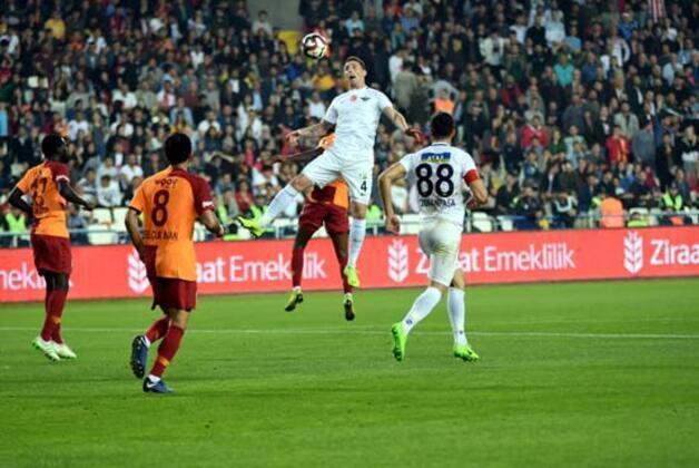 Ziraat Türkiye Kupası'nı kazanan Galatasaray olurken, finale Akhisarspor kalecisi Fatih Öztürk damga vurdu.(Skorer)