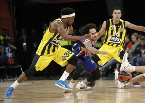 Anadolu Efes'in Fenerbahçe Beko'yu farklı mağlup etmesi, Final Four'a ev sahipliği yapan İspanya'da geniş yankı uyandırdı.(Onur Dinçer / Skorer Dış Haberler)