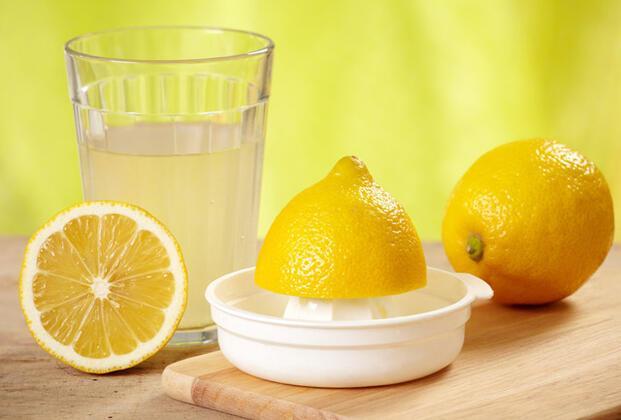 Limon ve karbonat ile sıcak su