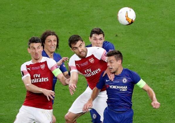 Avrupa Ligi finalinde Chelsea ve Arsenal Azerbaycan'ın başkentinde karşı karşıya gelirken, UEFA yetkilileri de Bakü'de boş durmadı.(Onur Dinçer / Skorer Dış Haberler)