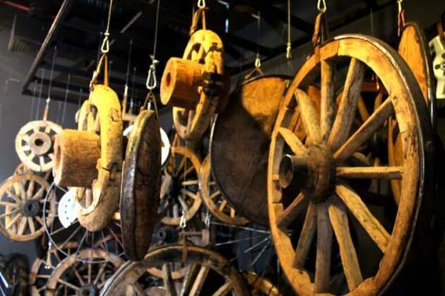 Tofaş tarafından restore edilerek 2002 yılından bu yana tarih ve otomotiv meraklılarına kapılarını açan, Türkiye'nin ilk ve tek Anadolu arabaları müzesi, Tofaş Bursa Anadolu Arabaları Müzesi ile Tofaş Sanat Galerisi, araba ve tarih hayranlarını ağırlamaya devam ediyor.HABERİN VİDEOSUNU İZLEMEK İÇİN TIKLAYIN