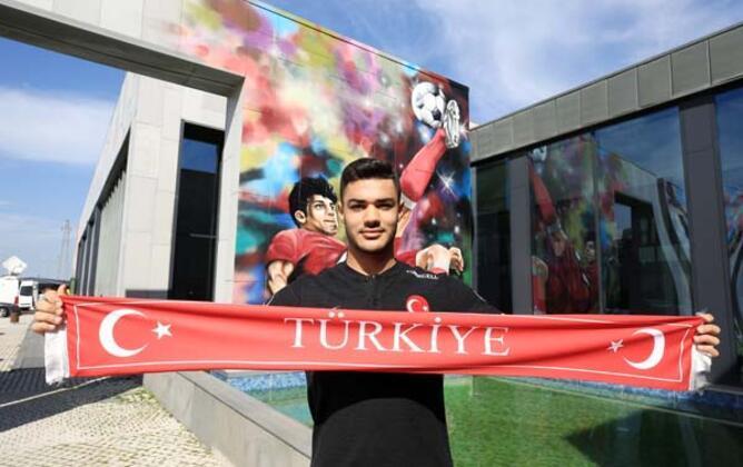 Stuttgart Sportif Direktörü Sven Mislintat, transferin gözde ismi haline gelen Ozan Kabak ile ilgili açıklamalarda bulundu.(Onur Dinçer / Skorer Dış Haberler)