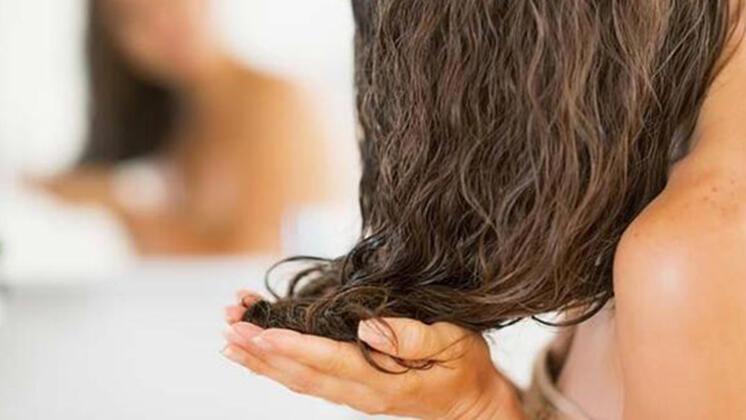 Saç diplerinize masaj yapın
