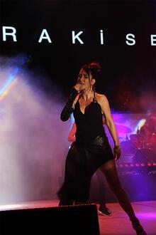 Hande Yener İsfanbul'da sahne aldı