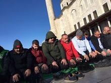 Şu an Fatih Camii... Kalabalık her geçen dakika artıyor!