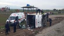 Öğrencileri taşıyan otobüs devrildi! Yaralılar var...