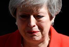 Son dakika... İngiltere Başbakanı ağlayarak istifasını açıkladı!