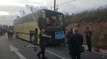 Tur otobüsü otomobile çarptı! 4 ölü, 48 yaralı