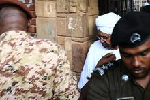 Sudan'da Ömer el Beşir darbeden sonra ilk kez görüntülendi