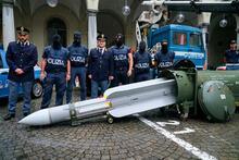 Dünya şokta! İtalya'daki havalimanında füze bulundu