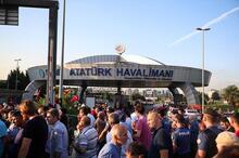 SON DAKİKA...Şu an İstanbul! Eline bayrağı alan oraya koştu
