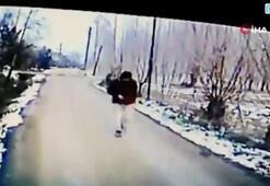 Minibüsün altında kalmaktan şoför sayesinde kurtuldu