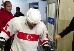Hamza Yerlikaya buz hokeyi oynadı