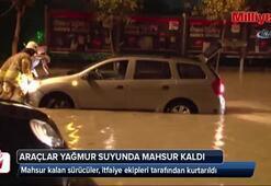 İstanbul'da araçlar yağmur sularında mahsur kaldı