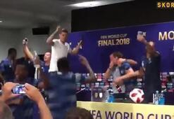 Didier Deschampsın basın toplantısına baskın