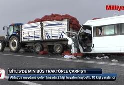Ahlatta minibüs traktörle çarpışt