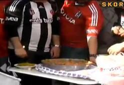 Beşiktaşlılar galibiyeti menemenle kutladı
