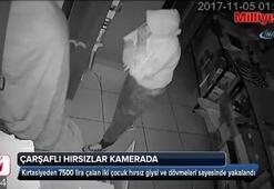 Üzerlerine çarşaf örten kırtasiye hırsızları kamerada