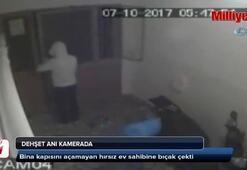 Bina kapısını açamayan hırsız ev sahibine bıçak çekti