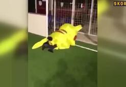 Pikachu kaleye geçti