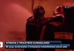 Atina'da 3 troleybüs kundaklandı