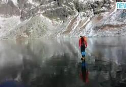 Donmuş gölün üzerinde yürüdü