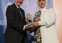 Emine Erdoğana İnsani Hizmet Takdir ödülü