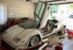 Babaannesinin garajında Lamborghini ve Ferrari buldu
