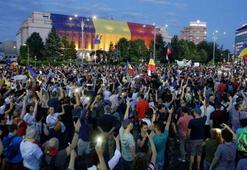 Romanyada hükümetin istifasını isteyen binlerce kişi sokaklarda