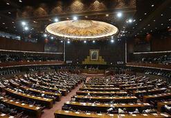 Pakistanda partilerin meclisteki sandalye sayıları açıklandı