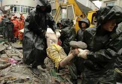 Çinde depremin bilançosu büyüyor: Ölü sayısı 10 bini aştı