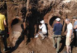 Duvar inşaatında tarihi 2 küp ve insan iskeletleri bulundu