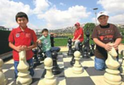 Küçük satranççıların büyük hamleleri