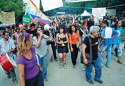 Nadasa bırakılan festival