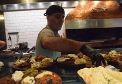 Suriyeli genç Polonyalılara Türk mutfağını tanıtıyor