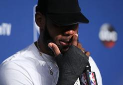 LeBron James kırık elle oynamış