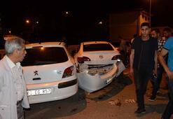 Kontrolden çıkan otomobil, park halindeki 4 araca çarptı