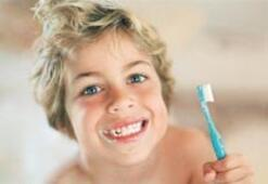 Çocuğunuzu diş fırçasıyla küçük yaşta tanıştırın